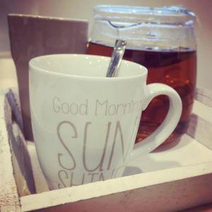 viel trinken Kaffee Tee Teekanne Holztablet 300x300