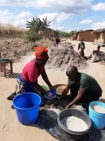 Grace Mwale and husband Masiye Chirwa demonstrating the making of Mbeya manure