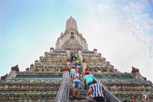 Wat Arun Bangkok - The climb and descent