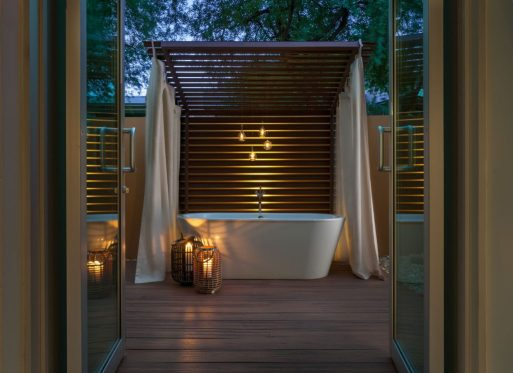 Spa-Suite-Bath-