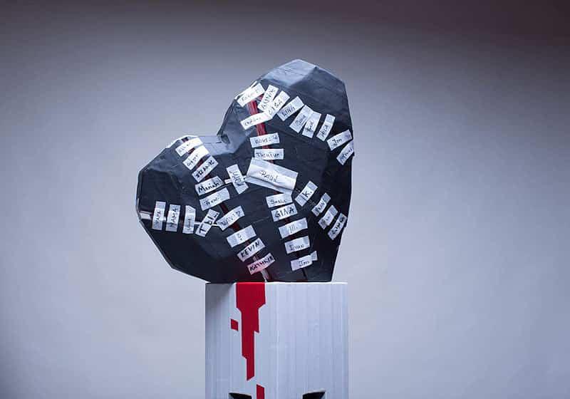 10000-kleine-pflaster-Heart-tape-art-sculpture-music-video-Ostap