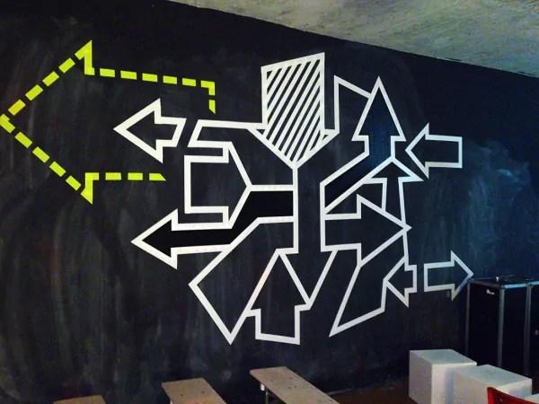 Pfeile-abstraktes-klebeband-tape-art-graffiti-2013