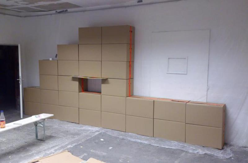 Build of partition Wall of cartons