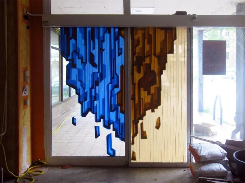 Mystique-Street Art-Paketklebeband auf Glas-Ostap 2013