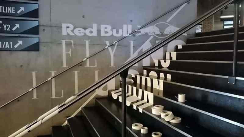 Anamorphotisches-Tape-Art-Red Bull-Flying-Steps-Show-Zürich-2015