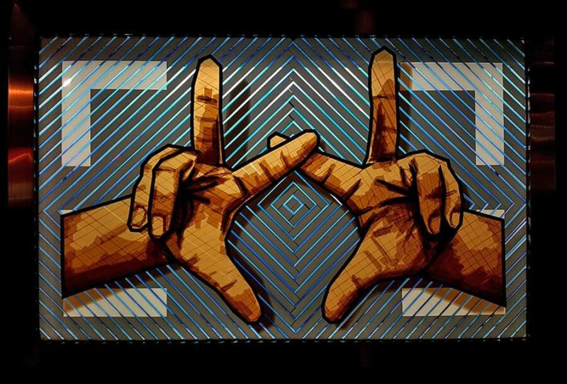 The Heande-crossed-fingers-packing-tape-street-art-selfmadecrew-The-Haus