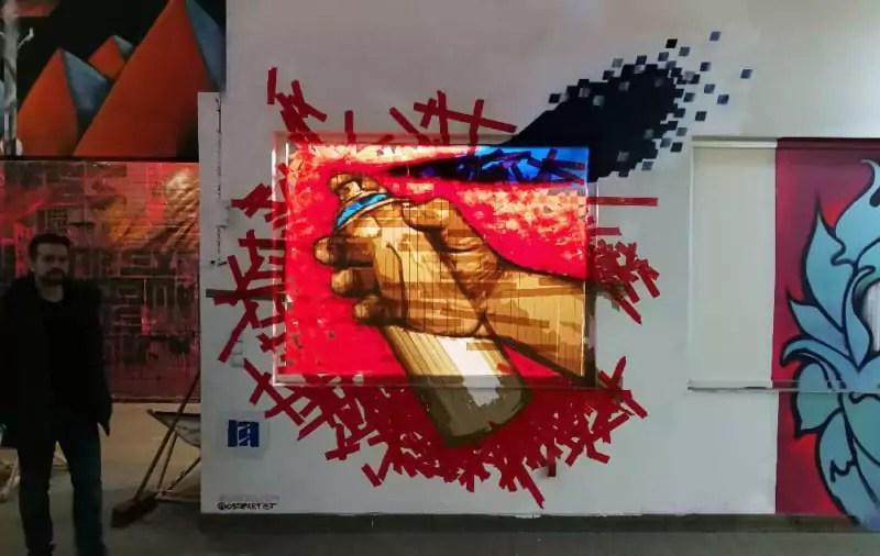 Sprühdose in der Hand- TapeArt Kunstwerk- Ostap- Wandelism Berlin