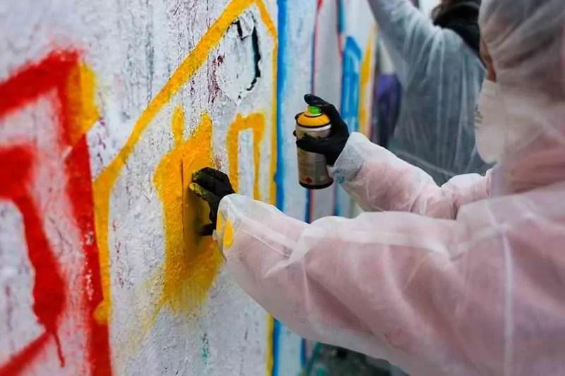 Graffiti Workshop für Schulkinder mit echtem Strassenkünstler