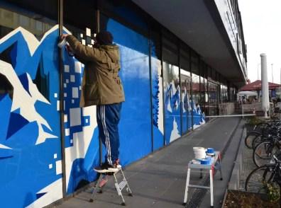 Ostap Artist bei der Arbeit- Tape Street Art