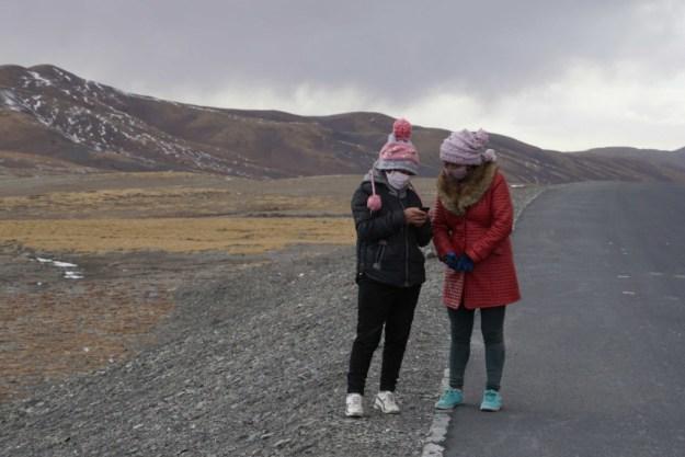 Tibetan girls on the road to Qumaleb, Qinghai