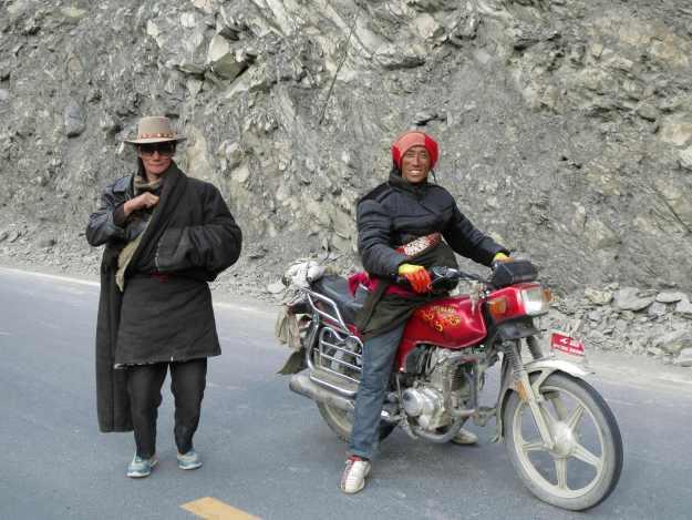 Tibetans in Yalong Canyon, south of Garze