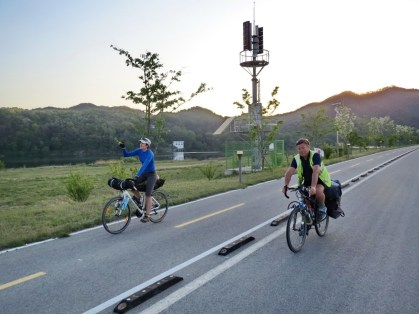 After riding back over the Taebaek mountains into the central plain I bumped into Russian cyclist Natalia and Serbian cyclist Milo heading south down the Four Rivers Cycle Route too.