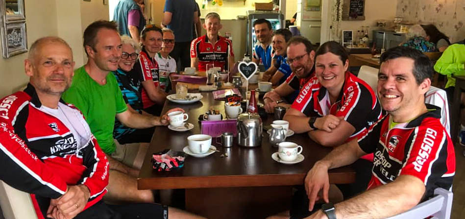I was so chuffed to be able to make it for a Sunday outing with my old clubmates in Glossop Kinder Velo Cycling Club. Classic Cheshire teashop for lunch. Such a good day out. Thanks everyone. 🚴💪 Photo: C.Elsegood
