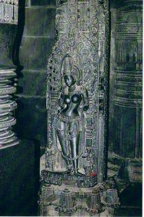 396px-Belur_sthambha-buttalika