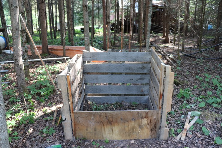 pallet compost with the first front board