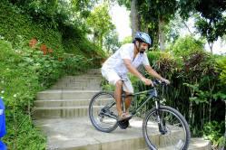 'Cycling' in Sylhet, Bangladesh http://selimsraasta.com/2014/11/07/weekly-photo-challenge-minimalist/