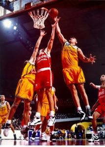 Teknik Bermain Bola Basket : teknik, bermain, basket, Teknik, Dasar, Permainan, Basket, Beserta, Gambarnya