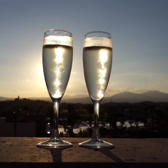 champagne-at-secrets-cabos