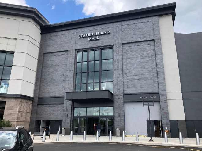 New entrance to Staten Island Mall