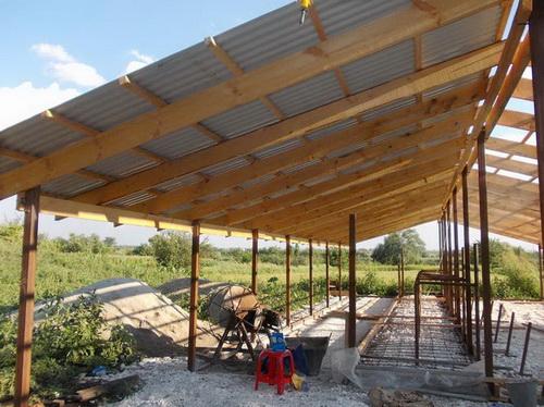Из чего лучше построить сарай для скотины. Как построить сарай для сельскохозяйственных животных. Требования к возведению стен