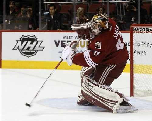 Mike Smith playing the puck