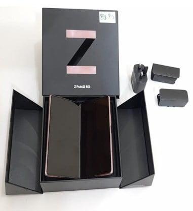 محتويات علبة هاتف Samsung Galaxy Z Fold 3