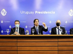 El-Grupo-Asesor-Cientifico-Honorario-GACH-con-el-presidente-de-la-Republica-Oriental-del-Uruguay