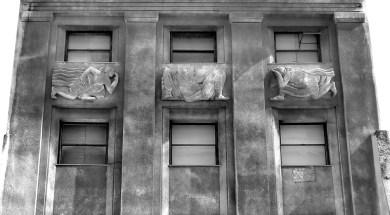 Figuras en una fachada Entera r