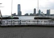 Plaza en Battery Park, NY, diseñada por Siah Armajani y Scott Burton