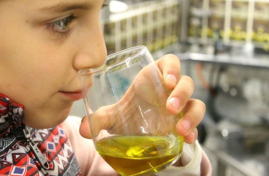 Oliendo aceite