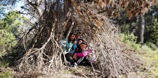 Supervivencia en familia refugio monte