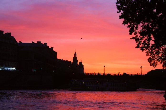 Puesta del sol vista desde el Sena