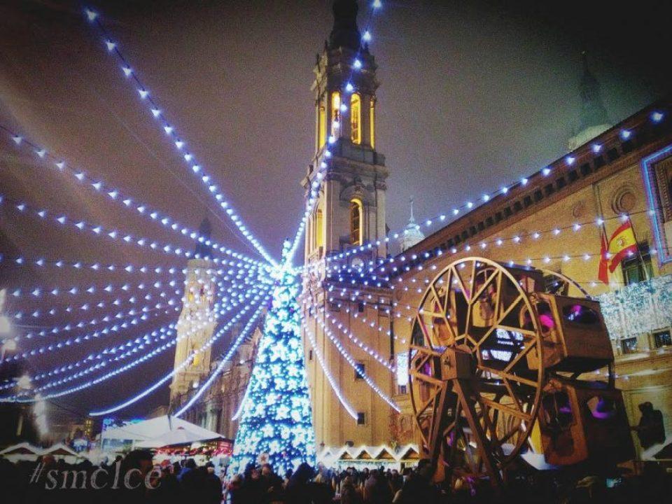 Ambiente navideño en la Plaza del Pilar