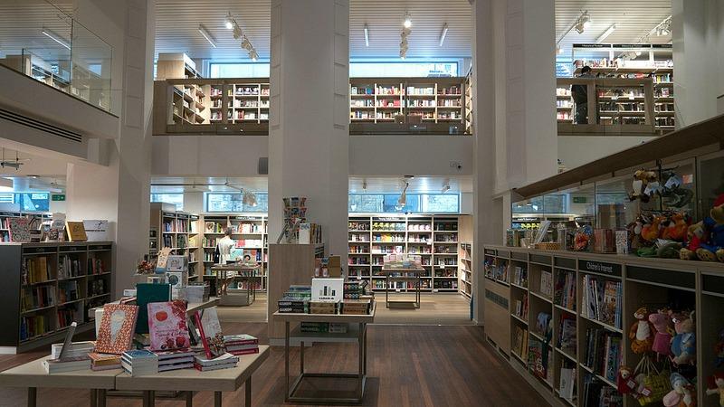 Interior de Foyles (Fotografía de http://www.planestrainsandplantagenets.com/)