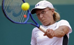 Czech-US former tennis champion Martina Navratilova returns the ball to Argentina's former tennis player Gabriela Sabatini during their charity tennis exhibition, at Lawn Tennis Club, in Buenos Aires, on March 14, 2009. The exhibition is organized by the Myasthenia Gravis Foundation (FAIAM) of Argentina, to raise awareness and funds to search for a cure of the illness. AFP PHOTO/Alejandro PAGNI