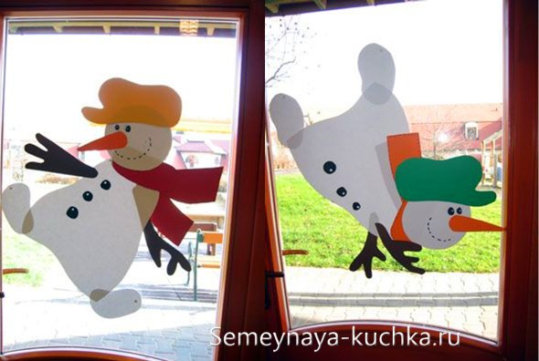 pe fereastra de hârtie pentru Anul Nou