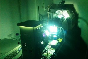A powerful arc lamp is used to simulate sunlight on a sample of photoswitchable molecules, driving structural changes at the molecular level. A portion of the light's energy is stored with each structural change. The progress of these changes can be tracked by monitoring the molecules' optical properties. (Source: MIT)