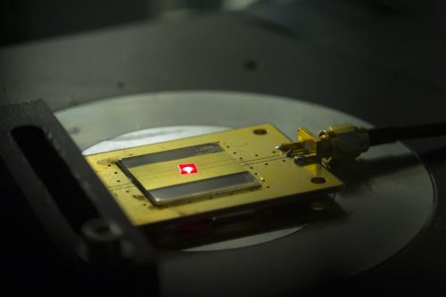 This tiny radio, whose building blocks are the size of two atoms, can withstand extremely harsh environments and is biocompatible, meaning it could work anywhere from a probe on Venus to a pacemaker in a human heart. (Source: Eliza Grinnell/Harvard SEAS)