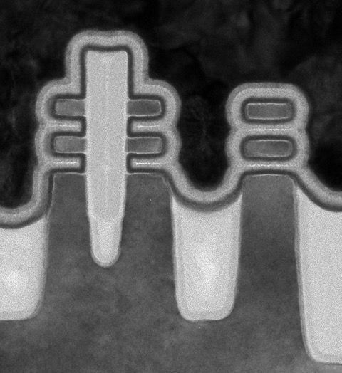 Fig. 2: N and P-type forksheet FET pair (left) and stacked nanosheet FET (right). Source: imec
