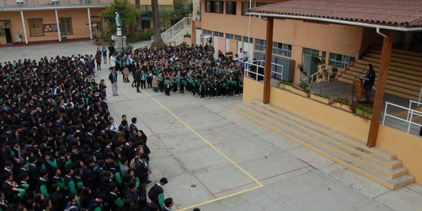 Colegio celebra el 130 natalicio de Gabriela Mistral