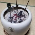 火鉢の魅力!風情ある雰囲気がいい。しかも意外に暖かい