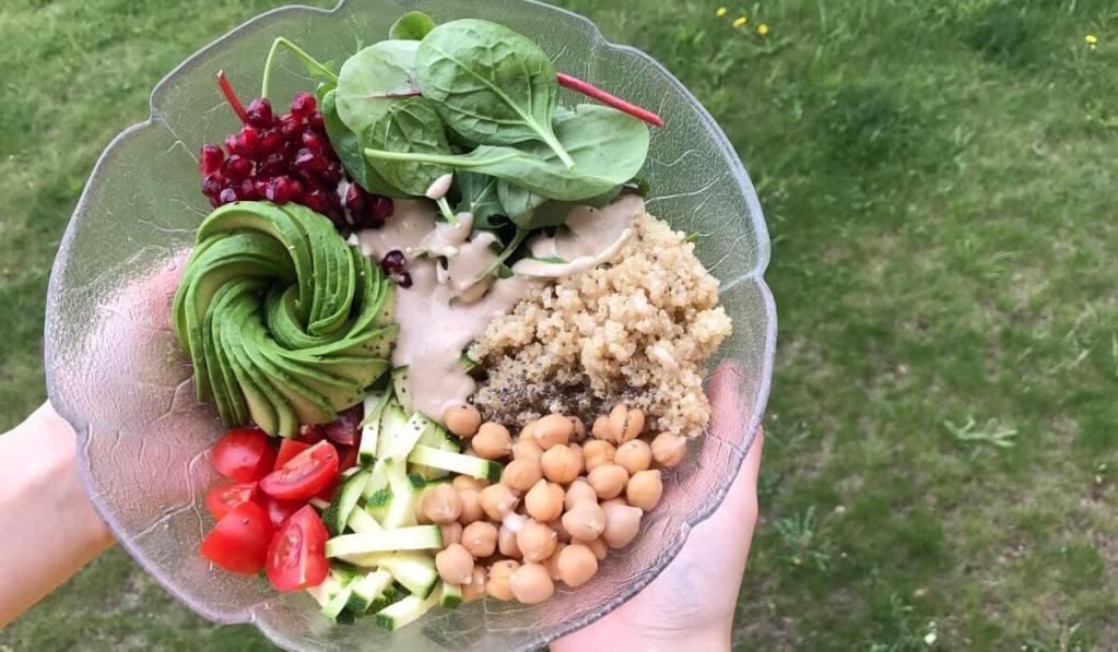 Vegane Buddha Bowl mit Avocado – Rezept