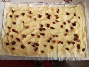 Girelle di sfoglia con crema ed uvetta