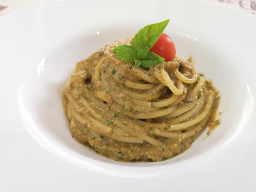 Spaghetti con pesto alla trapanese