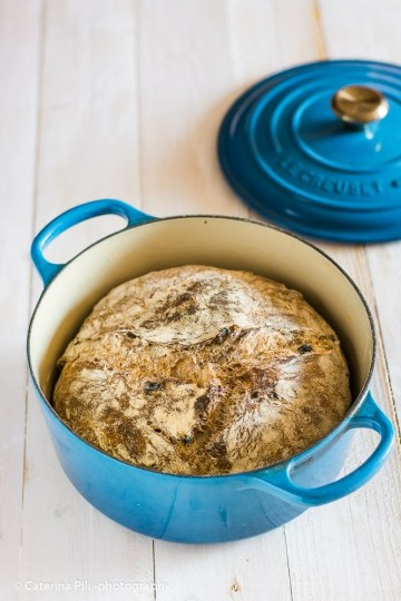 Pane senza impasto con noci e uvetta