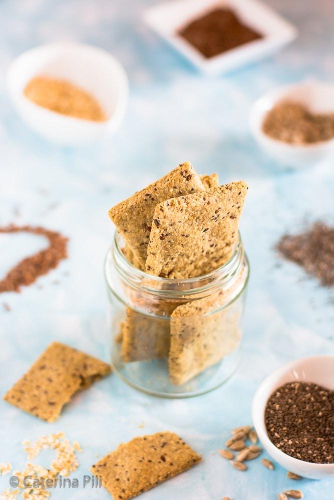 Crackers di avena con semi di chia,lino e girasole