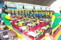 Mengerjakan Soal Olimpiade Sempoa Kreatif di Taman Remaja. Maret 2008