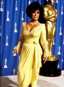 elizabeth-taylor-elegante-in-abito-giallo