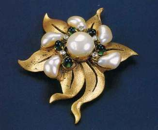 1928-chanel-brooch