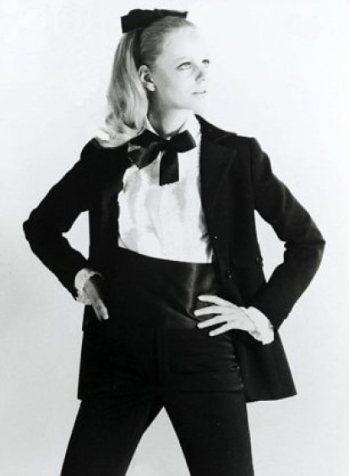 Come-indossare-lo-smoking-da-donna-Yves-saint-laurent